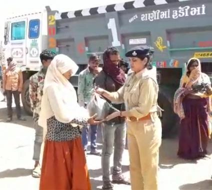 ગુજરાત પોલીસ/ એક હાથમાં કાયદો તો બીજાહાથમાંકરૂણા