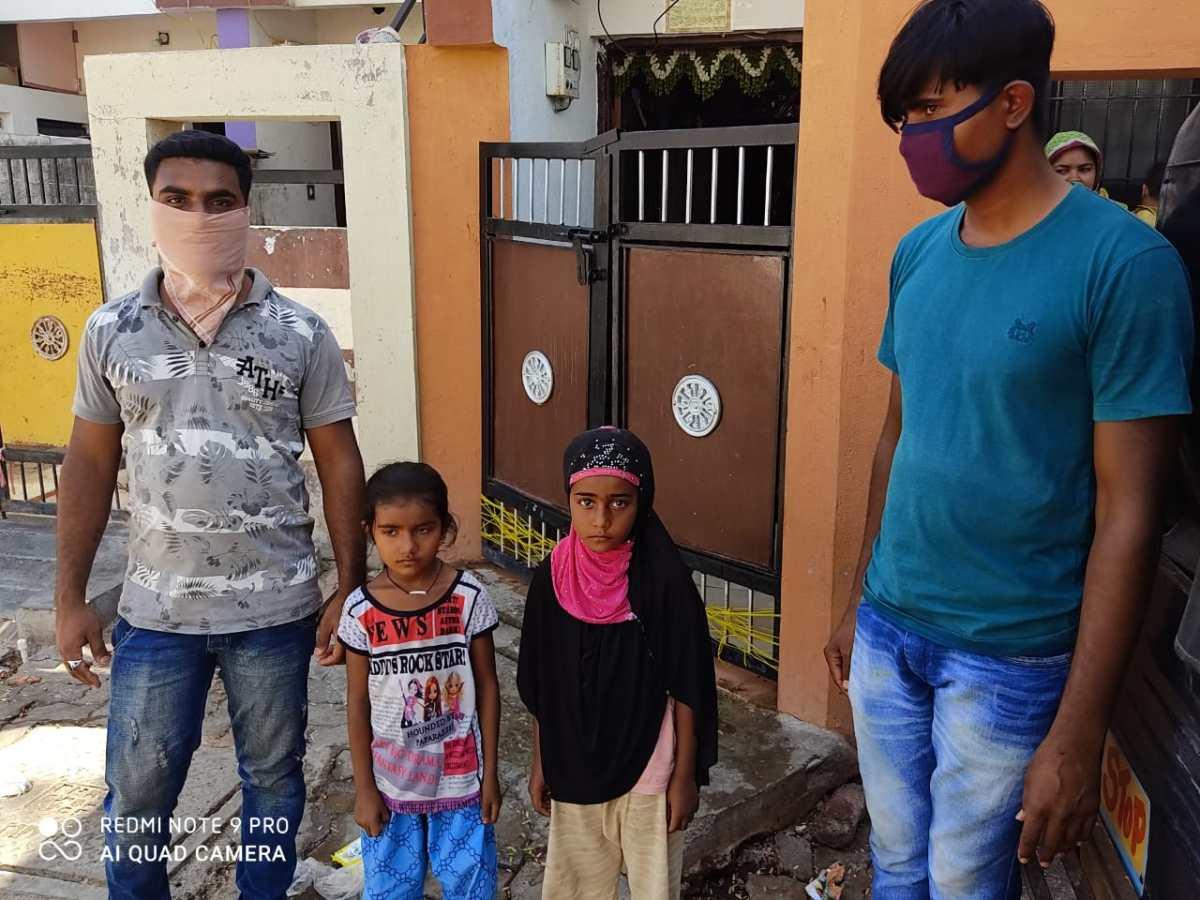 પોલીસે ગણતરીની કલાકોમાં જ ખોવાયેલી બાળકીઓને તેના માતા-પિતાનેશોપી